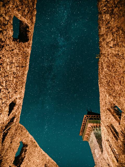 Неймовірні світлини Метеорного потоку над Невицьким замком опублікували у мережі