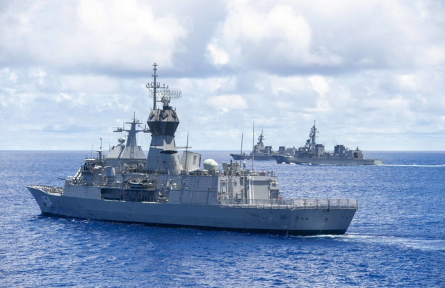 HMas-parragata-frigate-and-2-Japan-Navy-destroyers-may-2019