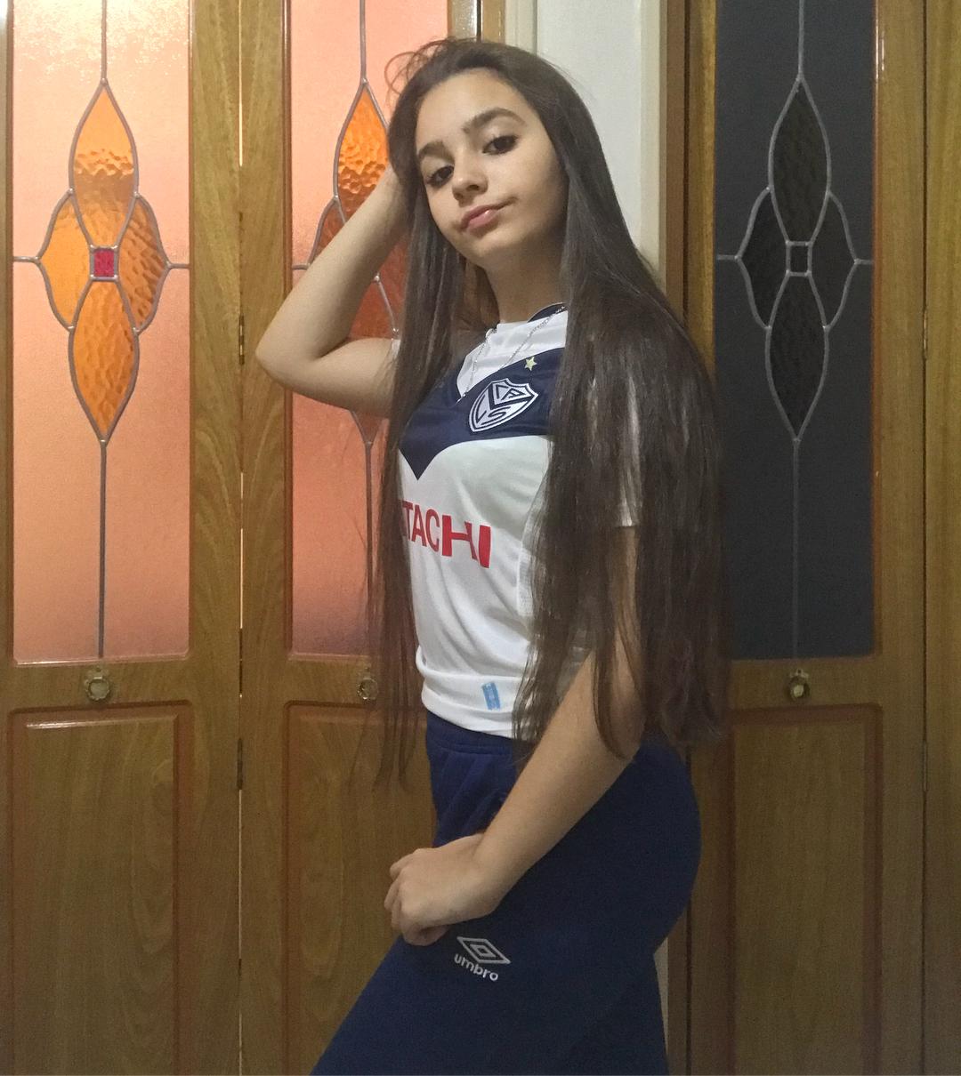 Camila-Nerea-Gonzalez-Wallpapers-Insta-Fit-Bio-16