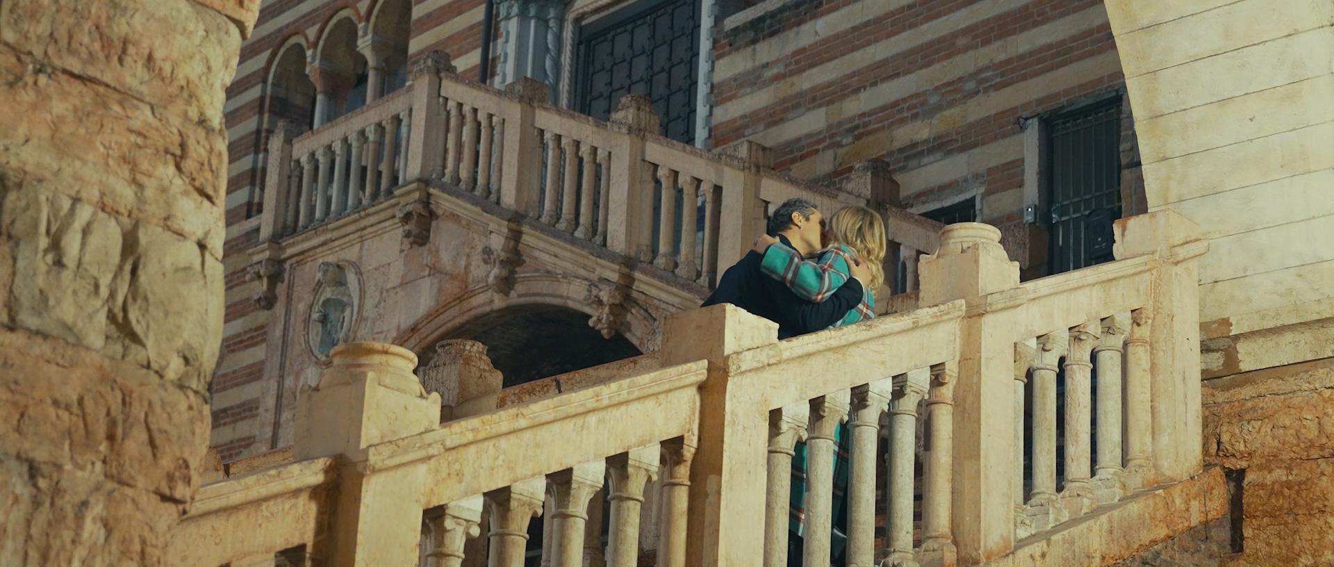 Francesca Barra e Claudio Santamaria nel video di Dante a Verona