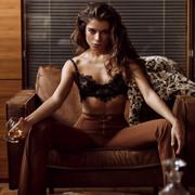 Chiara-Bianchino-Gentlemens-Club-by-Hannes-Walendy-2