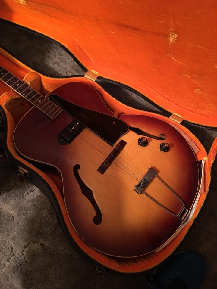 Weird-Archtop-Bass-1.jpg