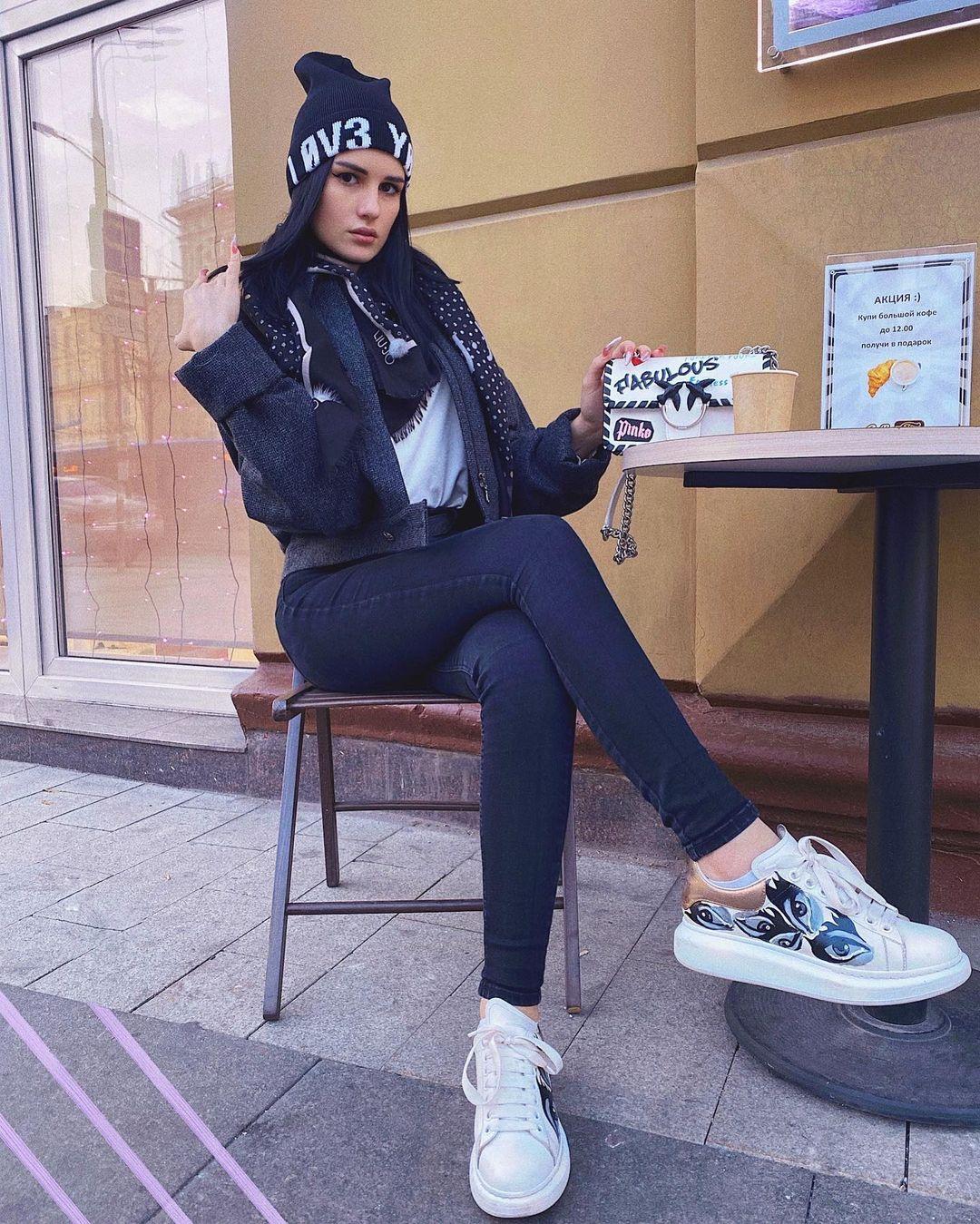 Karina-Arakelyan-Wallpapers-Insta-Fit-Bio-18