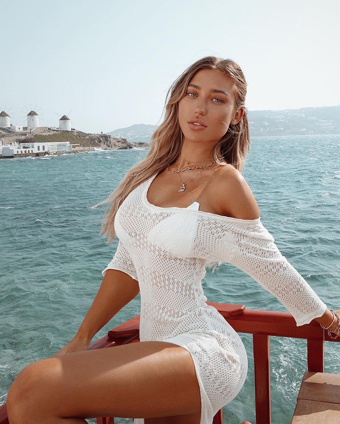 Stefanie-Gurzansk-Wallpapers-Insta-Fit-Bio-3