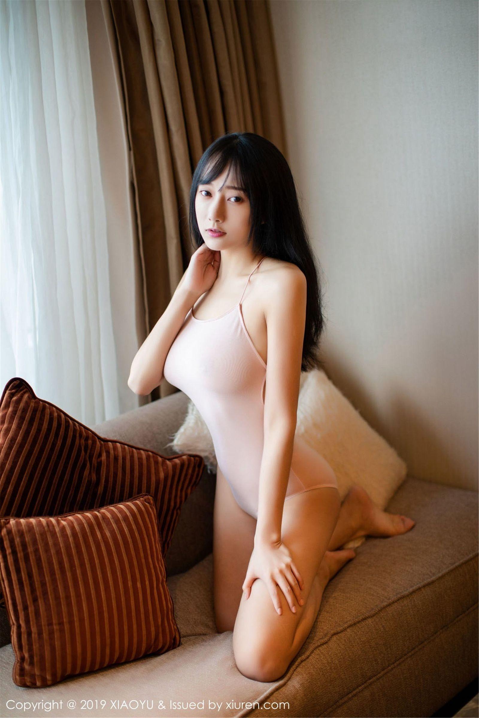 [XIAOYU语画界] Vol.097 模特@何嘉颖性感吊带写真