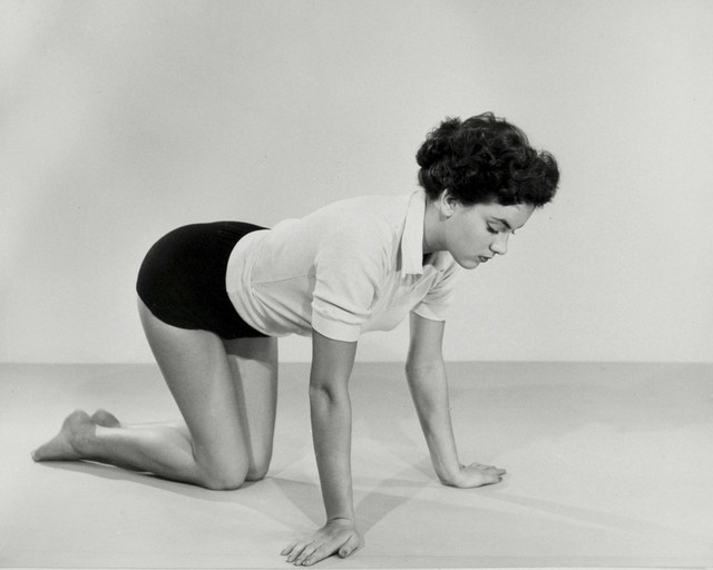 Examples-of-gymnastic-exercises-for-Housewives-1950s