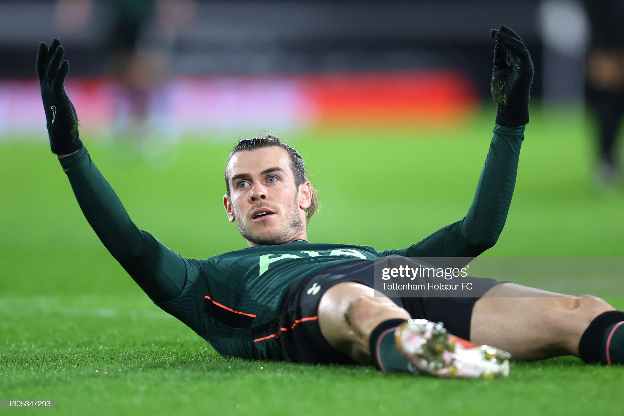 [Image: LONDON-ENGLAND-MARCH-04-Gareth-Bale-of-T...h-betw.jpg]