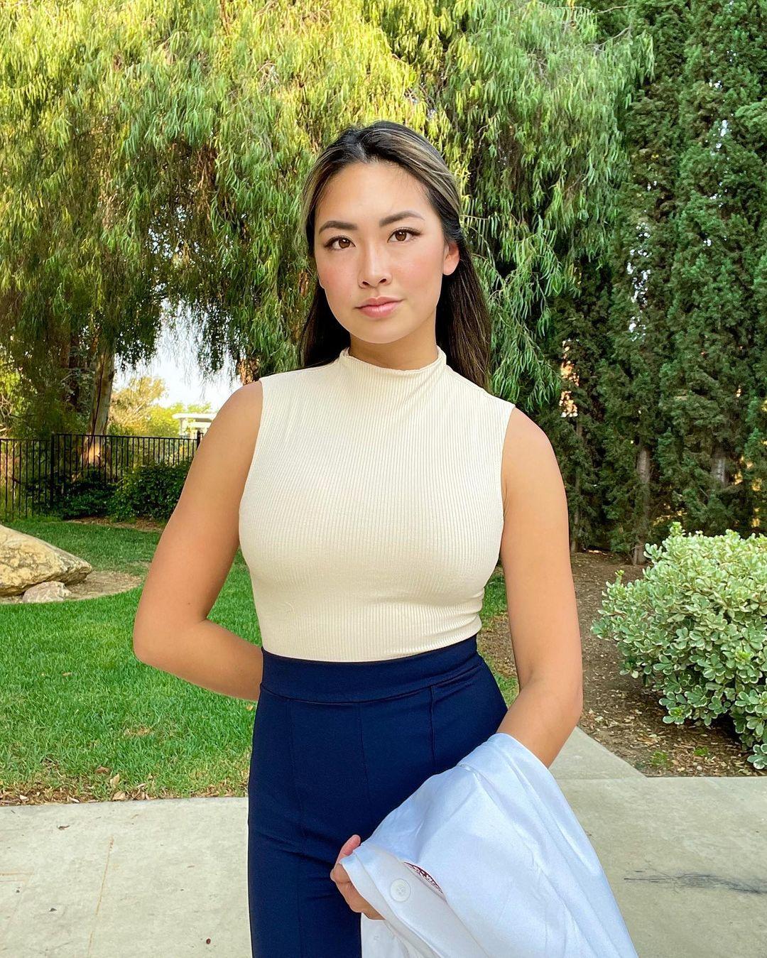 Vivian-Jasmine-Yu-Wallpapers-Insta-Fit-Bio-9