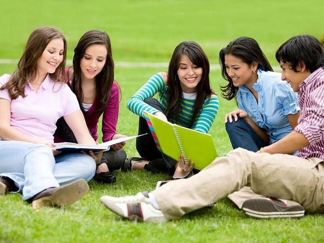 Một trong những cách học tiếng anh giao tiếp hiệu quả đó là tổ chức nhóm học mỗi tuần