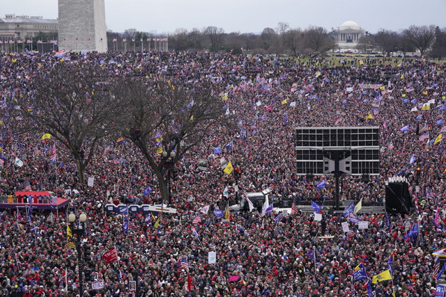 With-the-Washington-Monument-in-the-background-people-attend-a-rally-in-support-of-President-Donald-