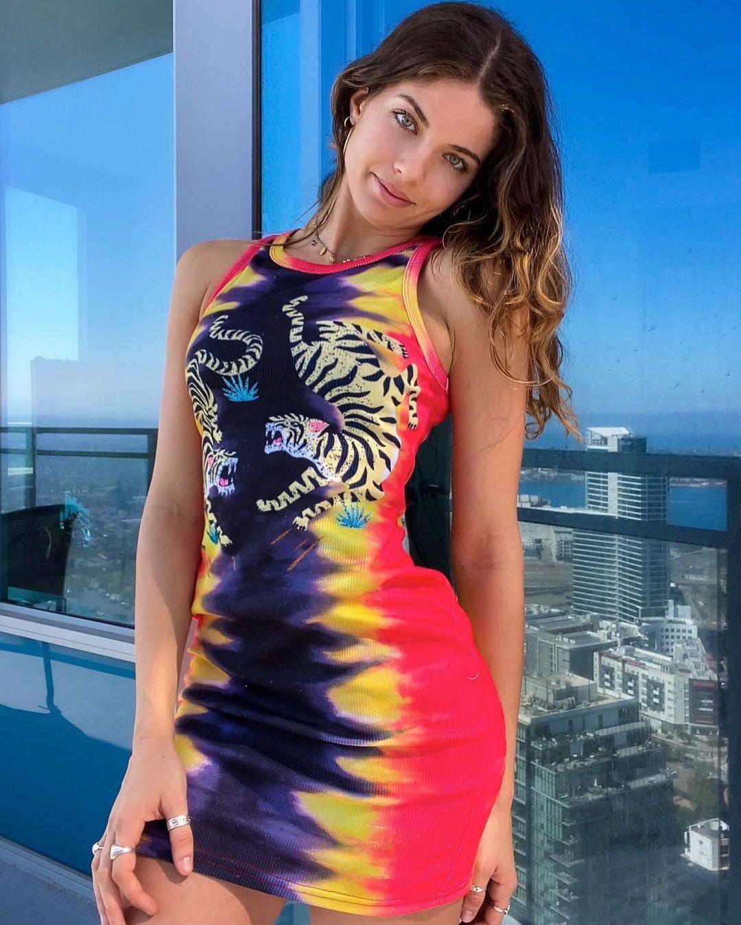 Victoria-Xavier-Wallpapers-Insta-Fit-Bio-8