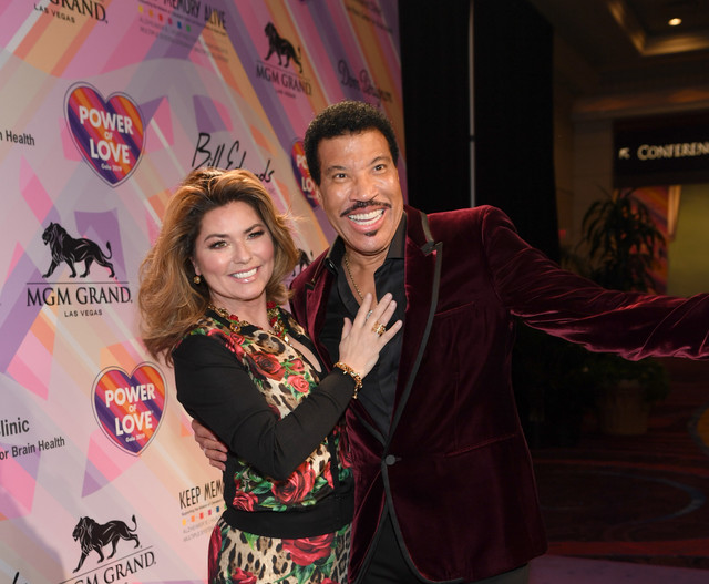 LAS-VEGAS-NEVADA-MARCH-16-Shania-Twain-L-and-Lionel-Richie-attend-the-23rd-annual-Keep-Memory-Alive-