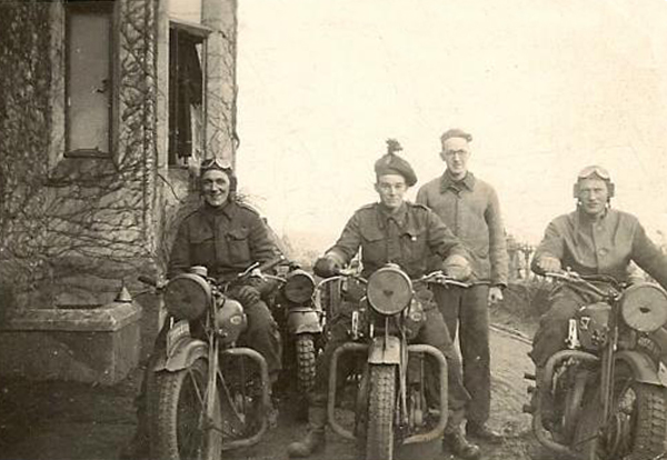 London-Irish-motor-cycle-couriers-photographed-one-winter-during-the-period-1939-41