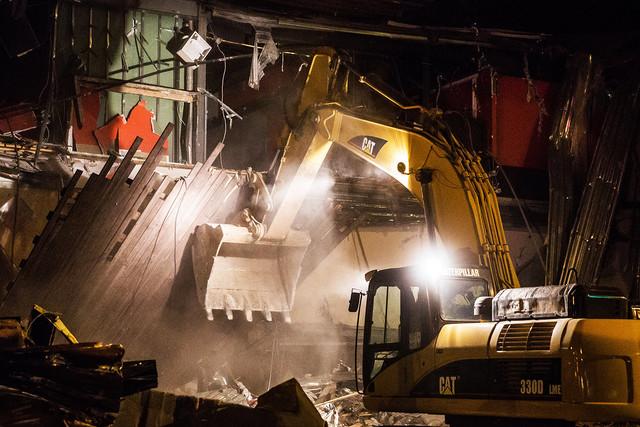 Демонтаж конструкций цеха на заводе