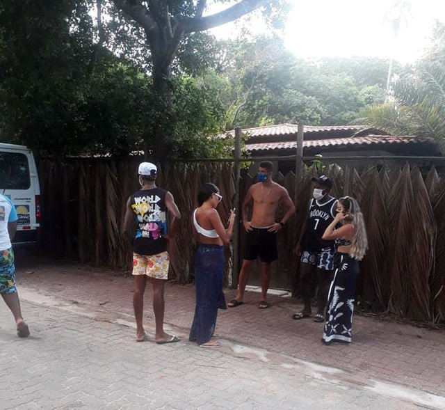 Bruno-Henrique-e-Rodinei-e-Gustavo-Henrique-em-Praia-do-Forte-Bahia-2021-foto-Reproducao-Instagram-3