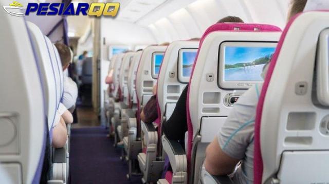Pramugari Beri Pengumuman Pesawat Siap Mendarat, Ingatkan untuk Move On, Netizen Sukses Dibuat Galau