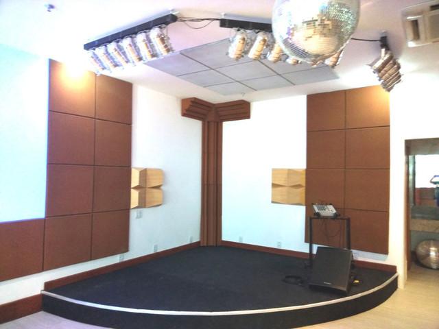 Classic 30c nas paredes e teto Corner trap + Cubo Acústico no canto. 8 Peças de difusores
