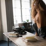 sensual-reading-aae2e996-4753-4eab-bc2d-bf056f50d18a