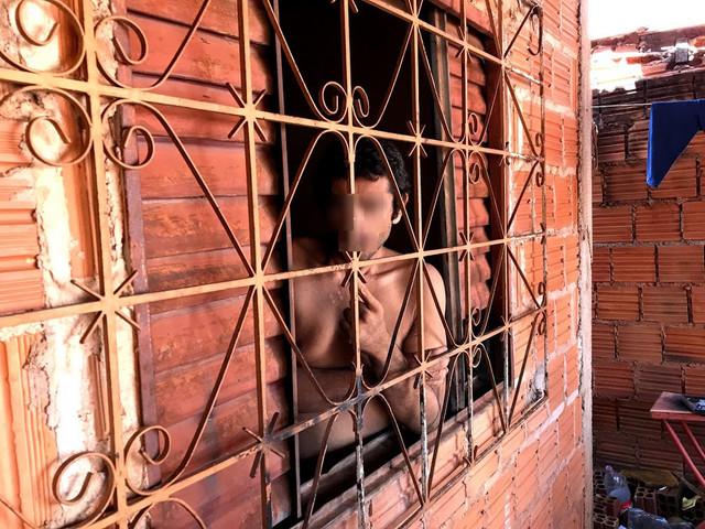02-atualmente-a-nica-forma-de-dar-banho-com-a-mangueira-pela-janela