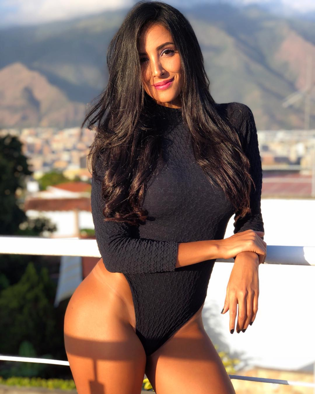 Yuvanna-Montalvo-Wallpapers-Insta-Fit-Bio-5