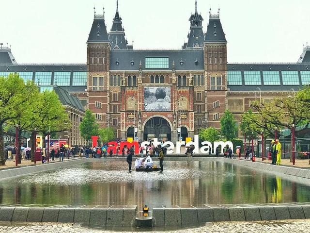 plaza-museumplein-travelmarathon-es