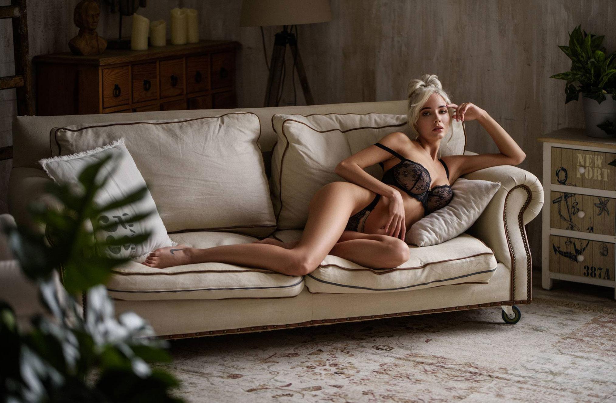 Екатерина Ширяева - голая, но в галстуке / фото 03