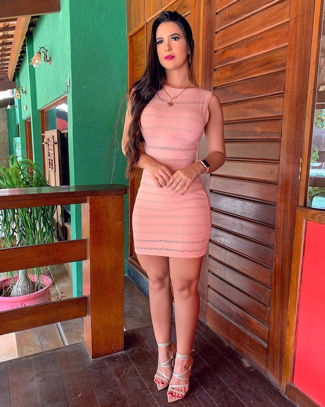 Amanda-Gomes-Wallpapers-Insta-Fit-Bio-9