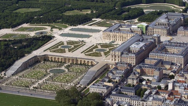 Versailles-Palace-2.jpg