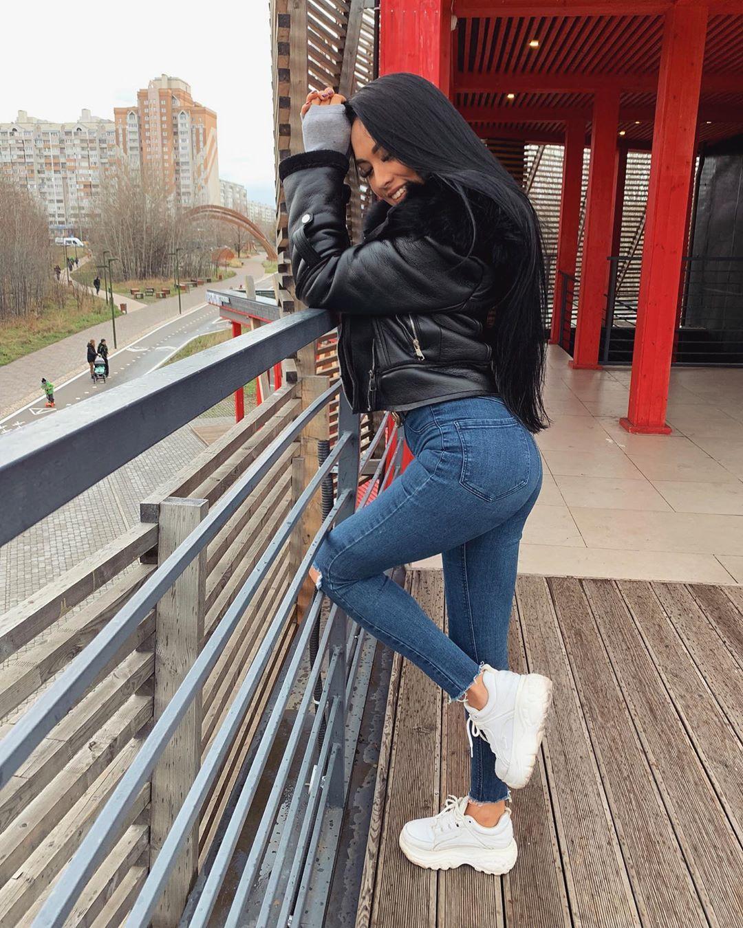 Dilyara-Zaripova-Wallpapers-Insta-Fit-Bio-6