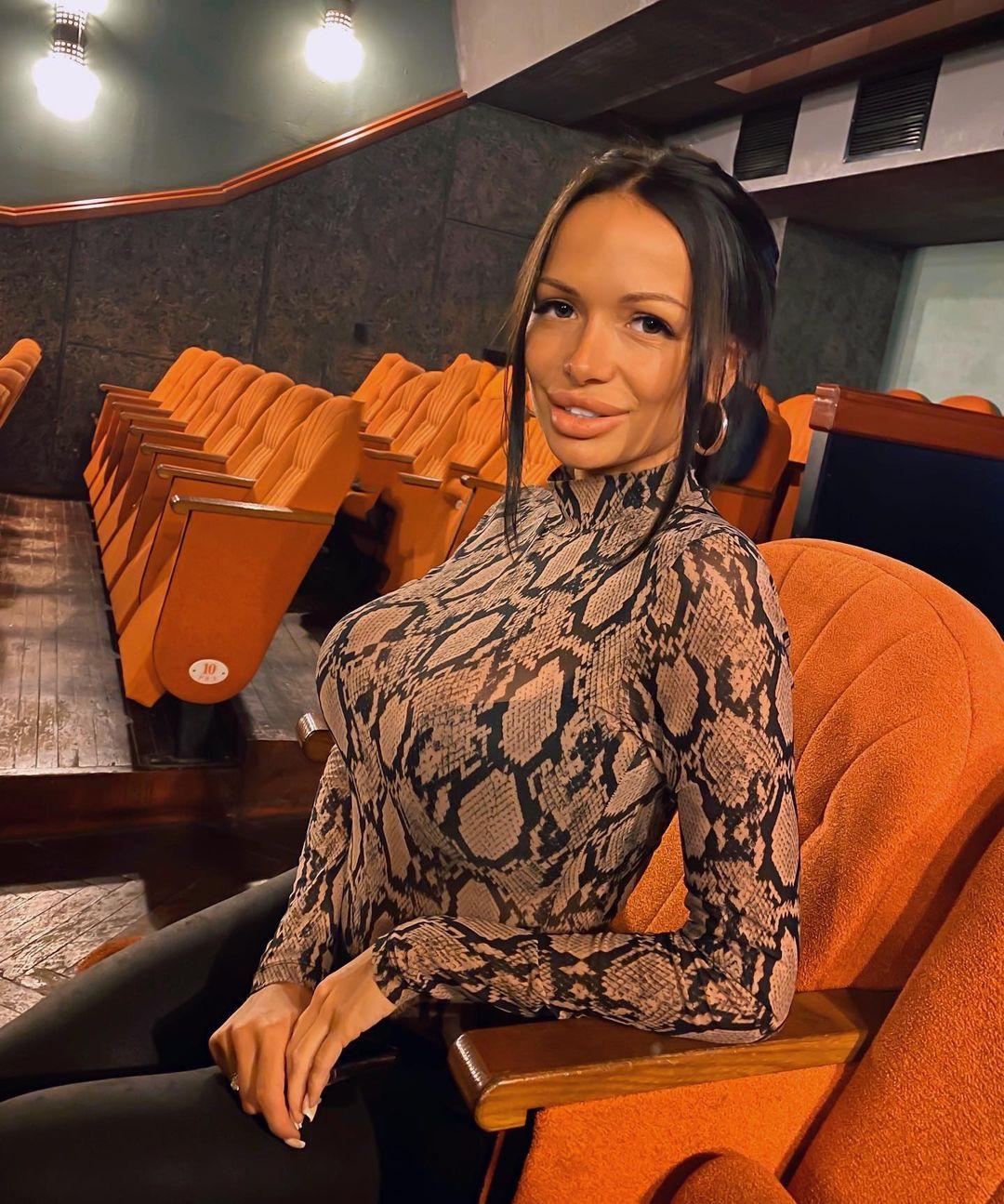 Aleksandra-Glavatskaya-Wallpapers-Insta-Fit-Bio-3