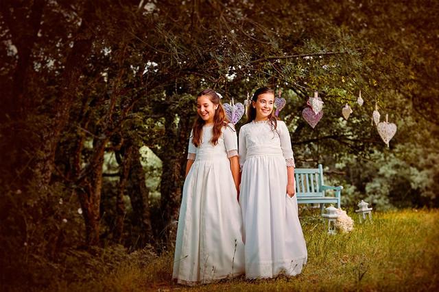 Irene-y-Jimena-con-sus-vestidos-de-Comunio-n