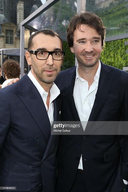 https://i.ibb.co/0npPzrm/PARIS-FRANCE-JUNE-28-Alessandro-Sartori-and-Antoine-Arnault-attend-the-Berluti-Menswear-Spring-Summe.jpg