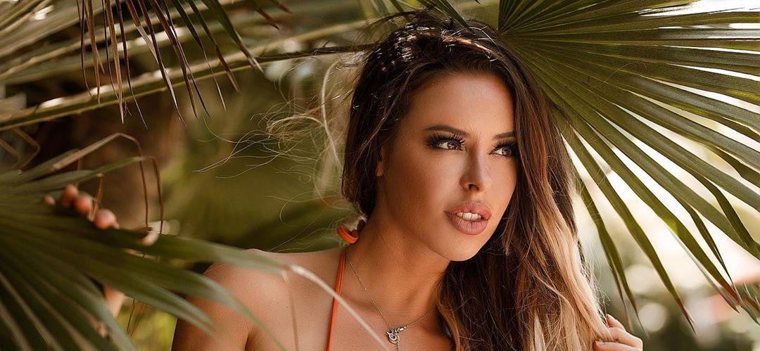 Stefani-Rodriguez-Wallpapers-Insta-Fit-Bio-3