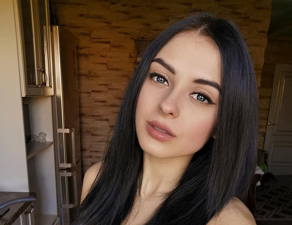Valeria-Dukova-Wallpapers-Insta-Fit-Bio-18