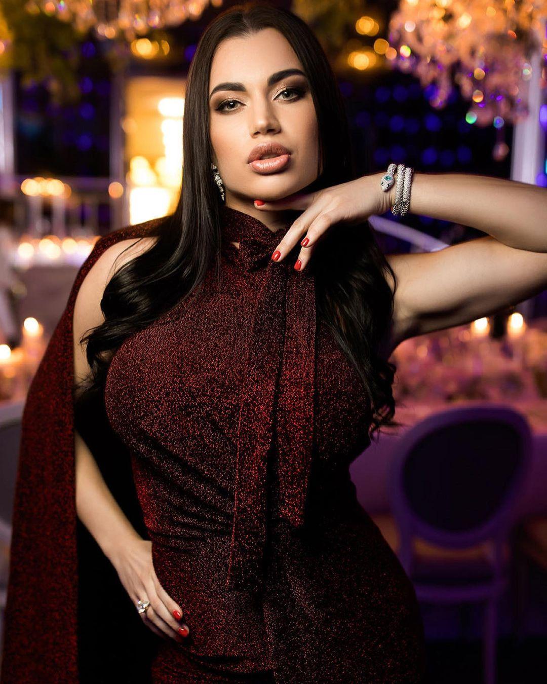 Anastasia-Vladimirovna-Wallpapers-Insta-Fit-Bio-1