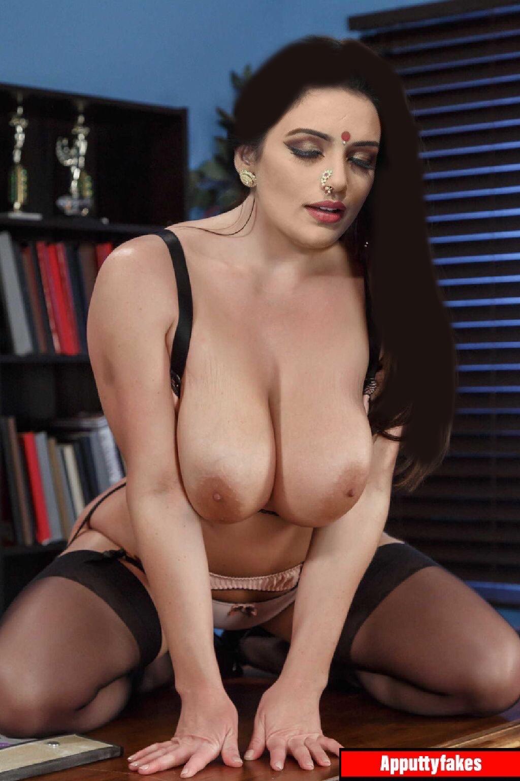Shweta Menon nude boobs