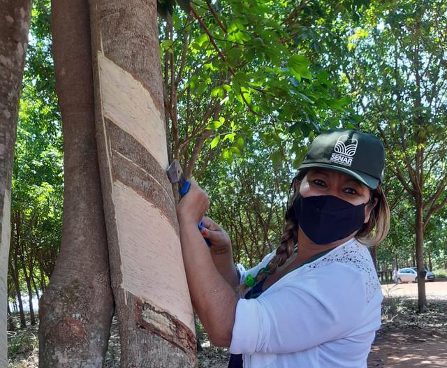 Curso de seringueiro insere mulheres no mercado de trabalho - senar minas