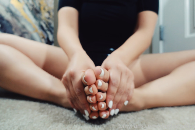 stephmurves-Hey-guys-what-should-my-next-pedi-color-be-11374664