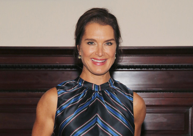 NEW-YORK-NY-SEPTEMBER-07-Actress-Brooke-Shields-attends-Sachin-Babi-fashion-show-during-New-York-Fas