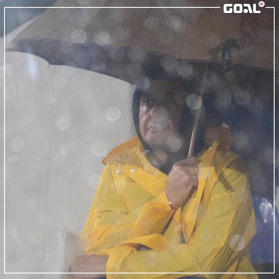 ფოტოები: არველაძე ბათუმში მომზადებული ჩავიდა - ქოლგა და საწვიმარი