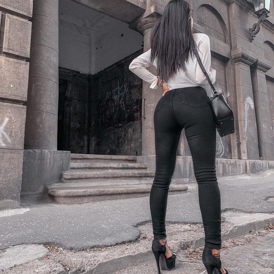 Andrea-Coco-Wallpapers-Insta-Fit-Bio-7