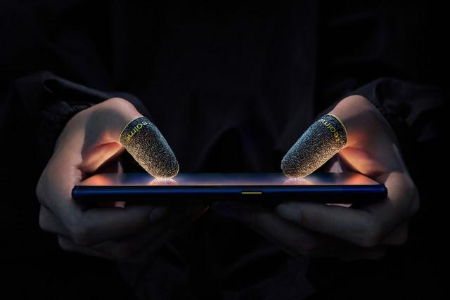 realme-Mobile-Game-Finger-Sleeve-2