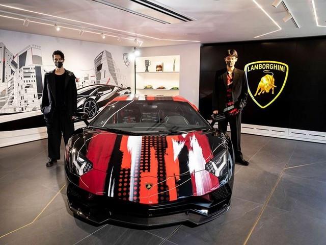 Automobili Lamborghini et Yohji Yamamoto célèbrent l'inauguration du Lamborghini Lounge Tokyo et du Studio Ad Personam 571405-v2