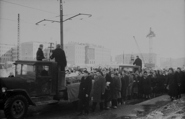 Dyatlov pass funerals 9 march 1959 13.jpg
