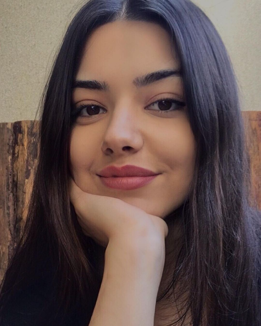 Melissa-Pinar-Wallpapers-Insta-Fit-Bio-11