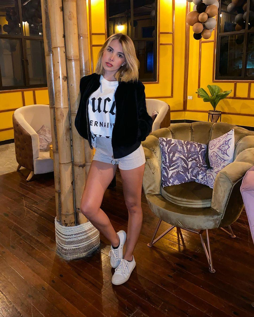 Laura-Sofia-Restrepo-C-Wallpapers-Insta-Fit-Bio-6