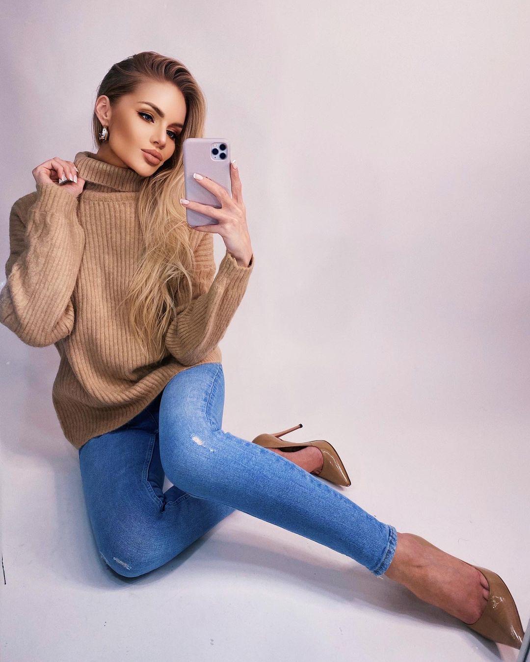 Alena-Vragevskaya-Wallpapers-Insta-Fit-Bio-11