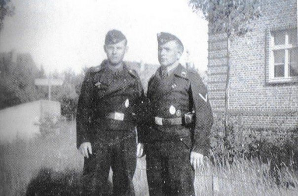 Kurt Knispel (right)
