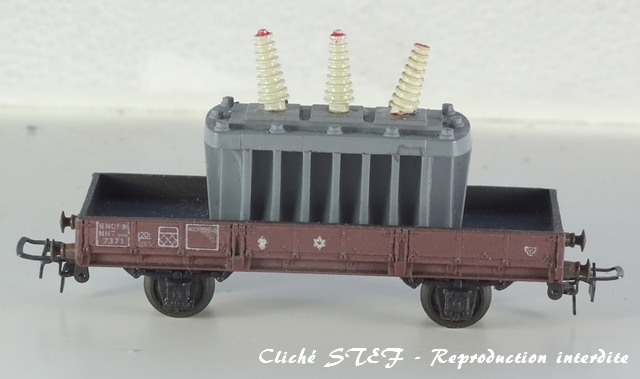 Wagons à 2 essieux zamak à essieux chargés VB-plat-essieux-zamak-lie-de-vin-transfo-DSC00274-R