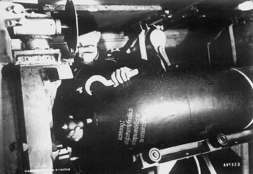 "380 mm high-explosive rocket for self-propelled guns ""Sturmtiger"""